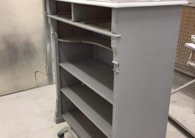 Möbler som är inne på friman för lackering